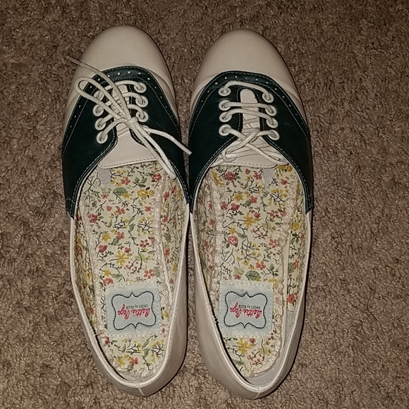 Modcloth Shoes - Modcloth Bettie Page oxford flats, size 9